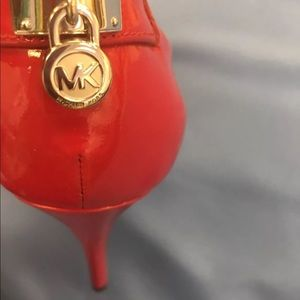 Red Patent Leather Michael Kors 👠 size 9.5